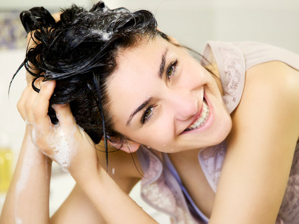 સુંદર વાળો માટે 7 હોમ મેડ શેમ્પુ રેસિપી