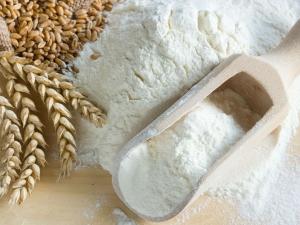 ઝગઝગતું ત્વચા માટે ઘઉંના લોટની પેક્સ કેવી રીતે બનાવવી