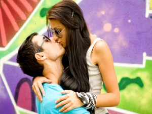 Things You Should Definitely Not Do While Kissing 027611 Pg