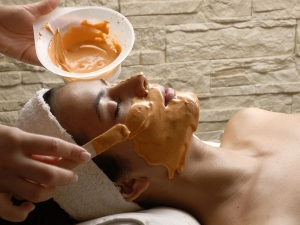 Mistakes We Make When Applying Turmeric On Skin