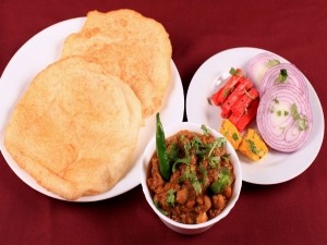 How Make Delicious Chole Bhature