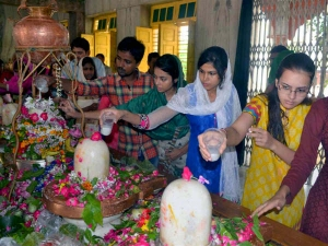 Why Are Unmarried Women Prohibited From Touching Shivlinga