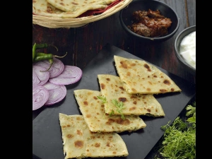 Hyderabadi Paneer Potato Kulcha Recipe