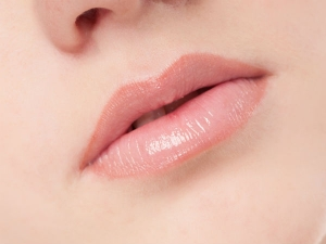 Effective Remedies To Get Rid Of White Spots On Lips