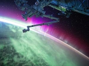 એક સ્પેસ સ્ટેશન પૃથ્વી તરફ આવી રહ્યું છે
